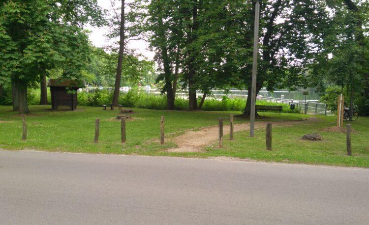 Bilder der geplanten Fläche des neuen Spielplatzes am Möllensee